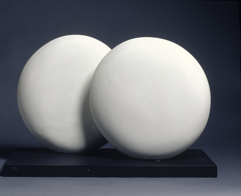 Barbara Hepworth, Discs of Eshelon, version 2, 1935, Plaster. Sainsbury Centre for Visual Arts © Bowness