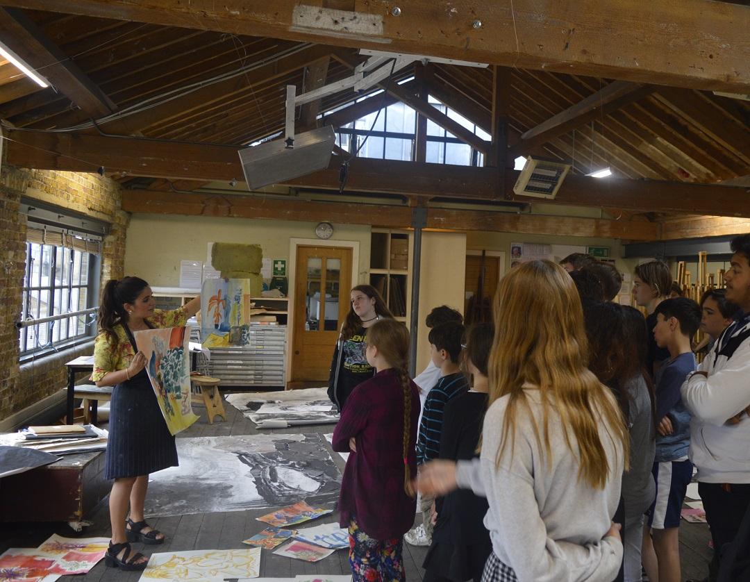 Elizabeth McCarten leading a summer landscape workshop at the Royal Drawing School, Shoreditch