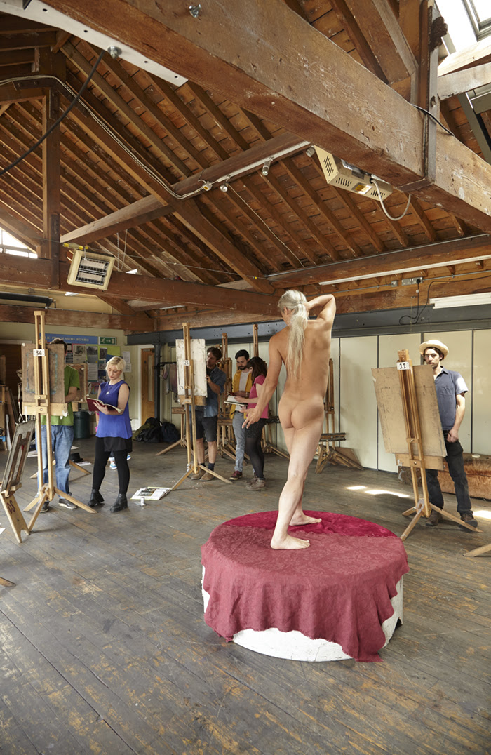 A photograph from a life drawing class at The Royal Drawing School in Shoreditch, a current course is described in full below.