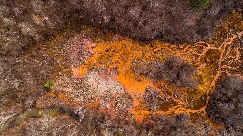 Acid Mine Drainage near Oreton, Ohio—Aerial View ©2018 Ohio University, All rights Reserved. Photo by Ben Siegel. toxic paint