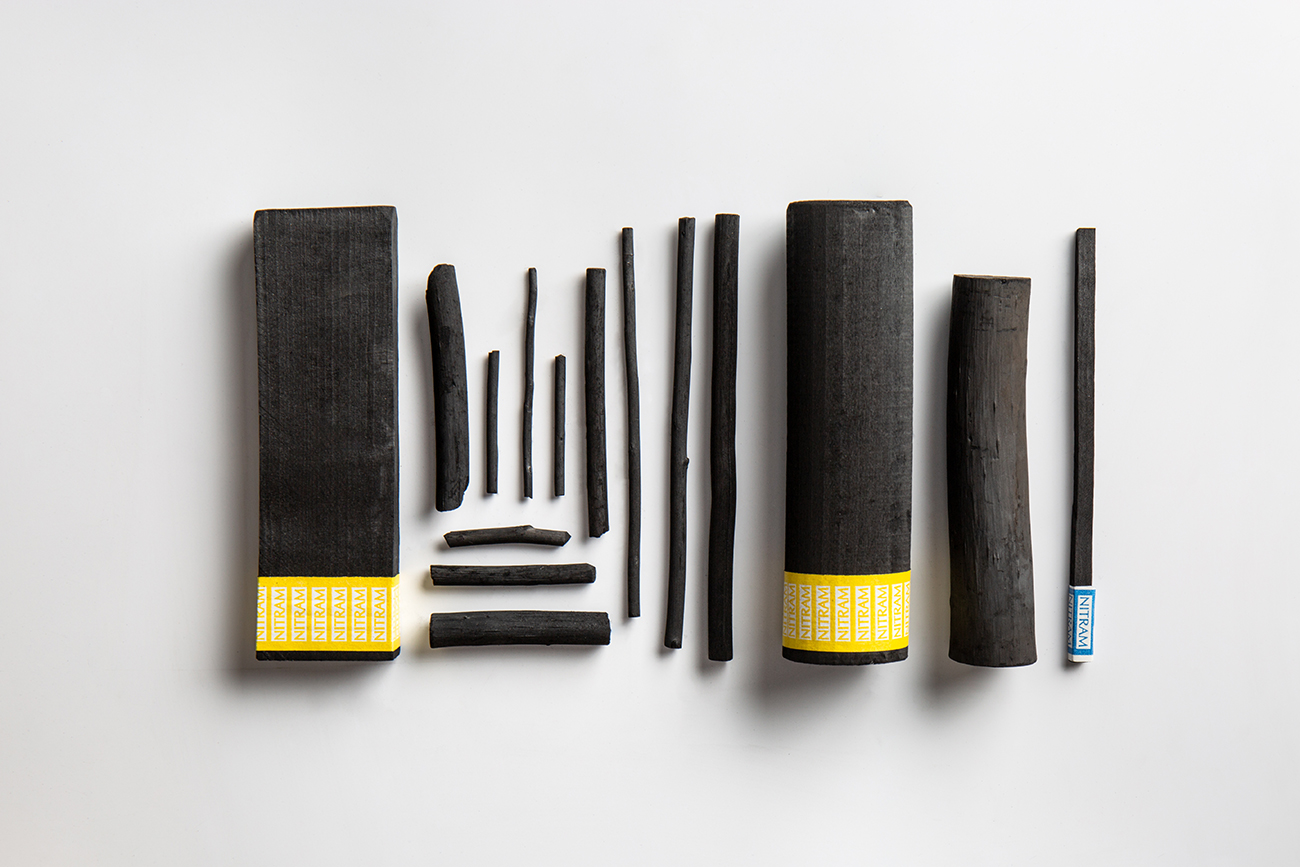 Charcoal sticks in a variety of sizes, difference between graphite and charcoal