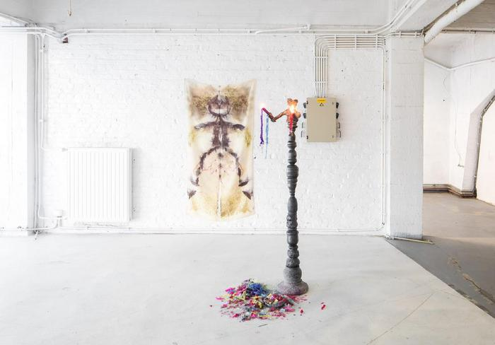 Sister 2, Chiara Camoni, Arcade (Stand- 130), iron, glazed clay, candles, fire, 168 x 60 x 80cm, POPPOSITION, Brussels, exhibition view