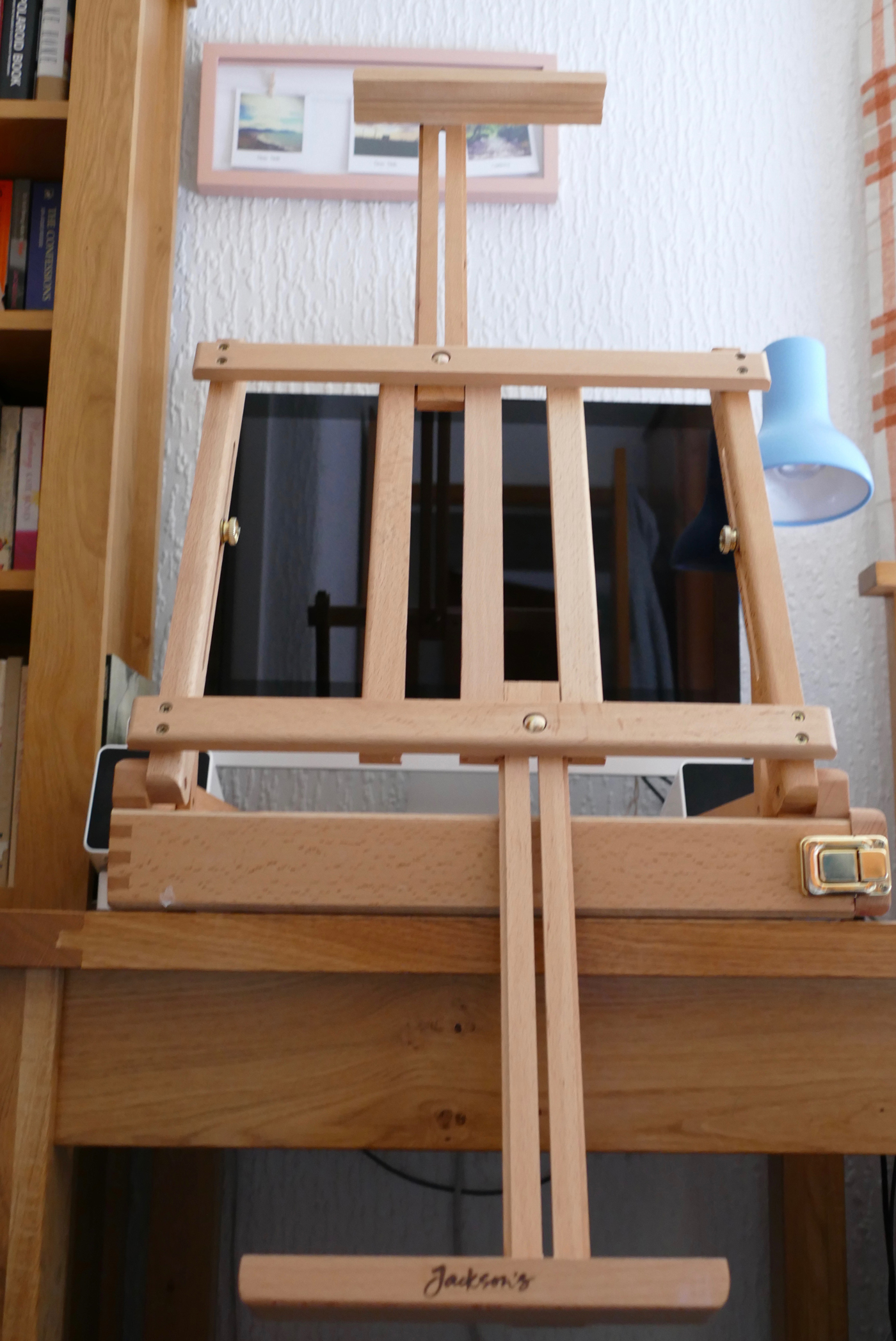 Changing the length of the support so that the Jackson's Wentworth Easel can hold a larger canvas