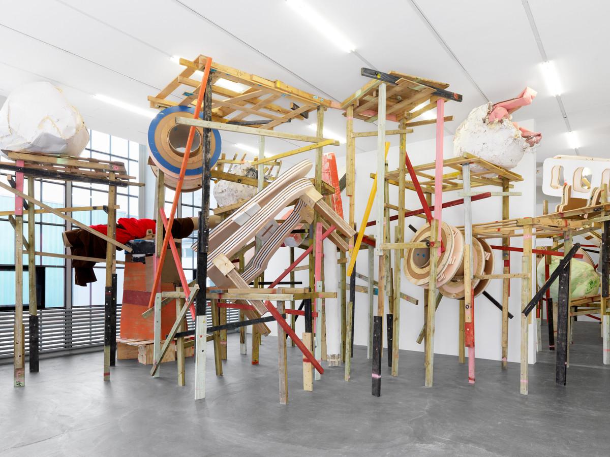 Installation view, Phyllida Barlow, demo (detail), 2017.