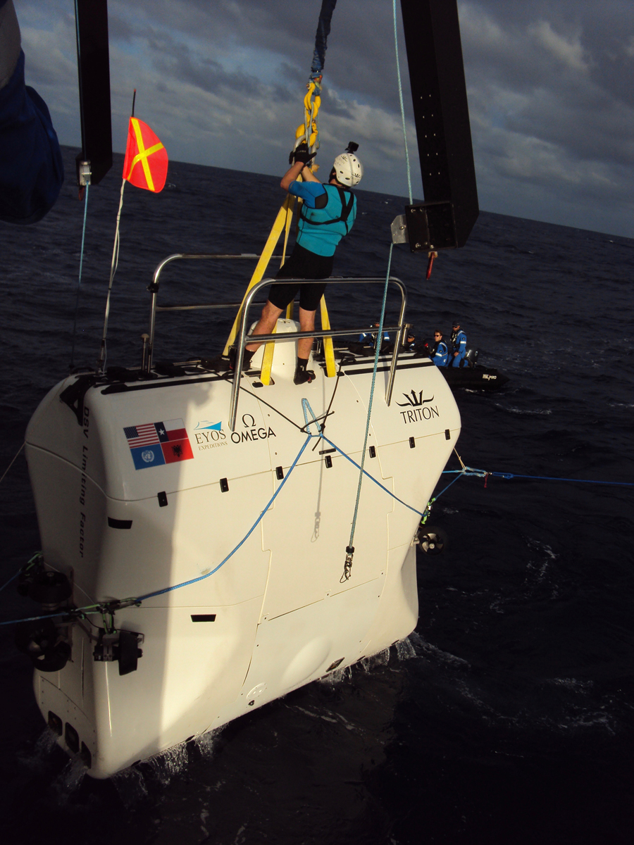 The Limiting Factor submersible, Tim MacDonald of Triton as swimmer